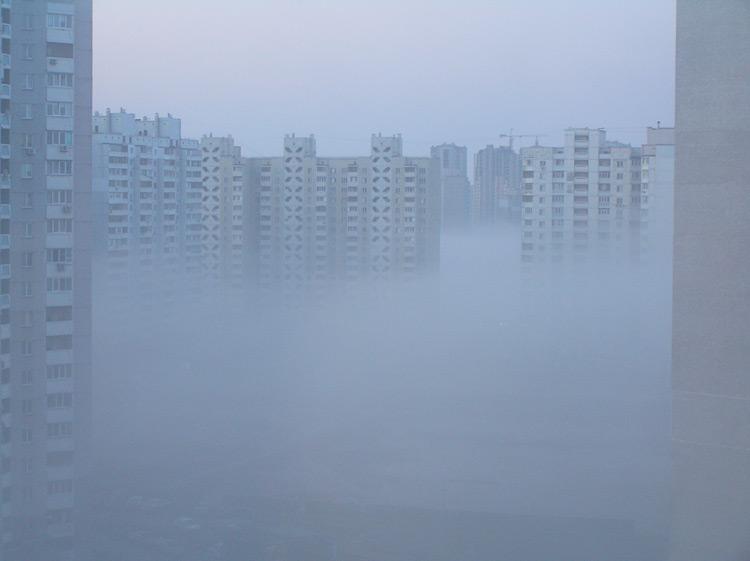 туман на Троєщині у квітні 2010 року
